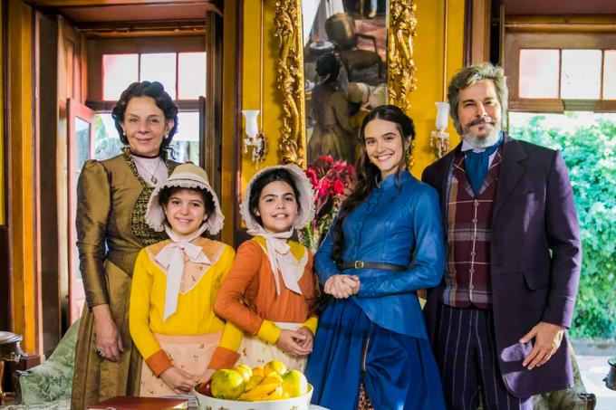 Resumo da novela O Tempo Não Para. Marocas e a família de Dom Sabino
