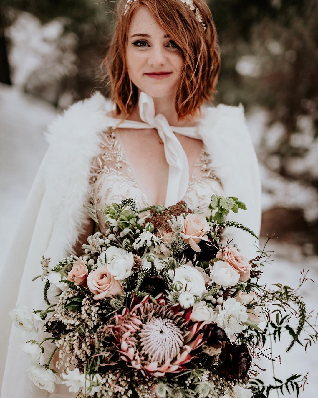 Penteados bagunçadinhos para noivas descoladas
