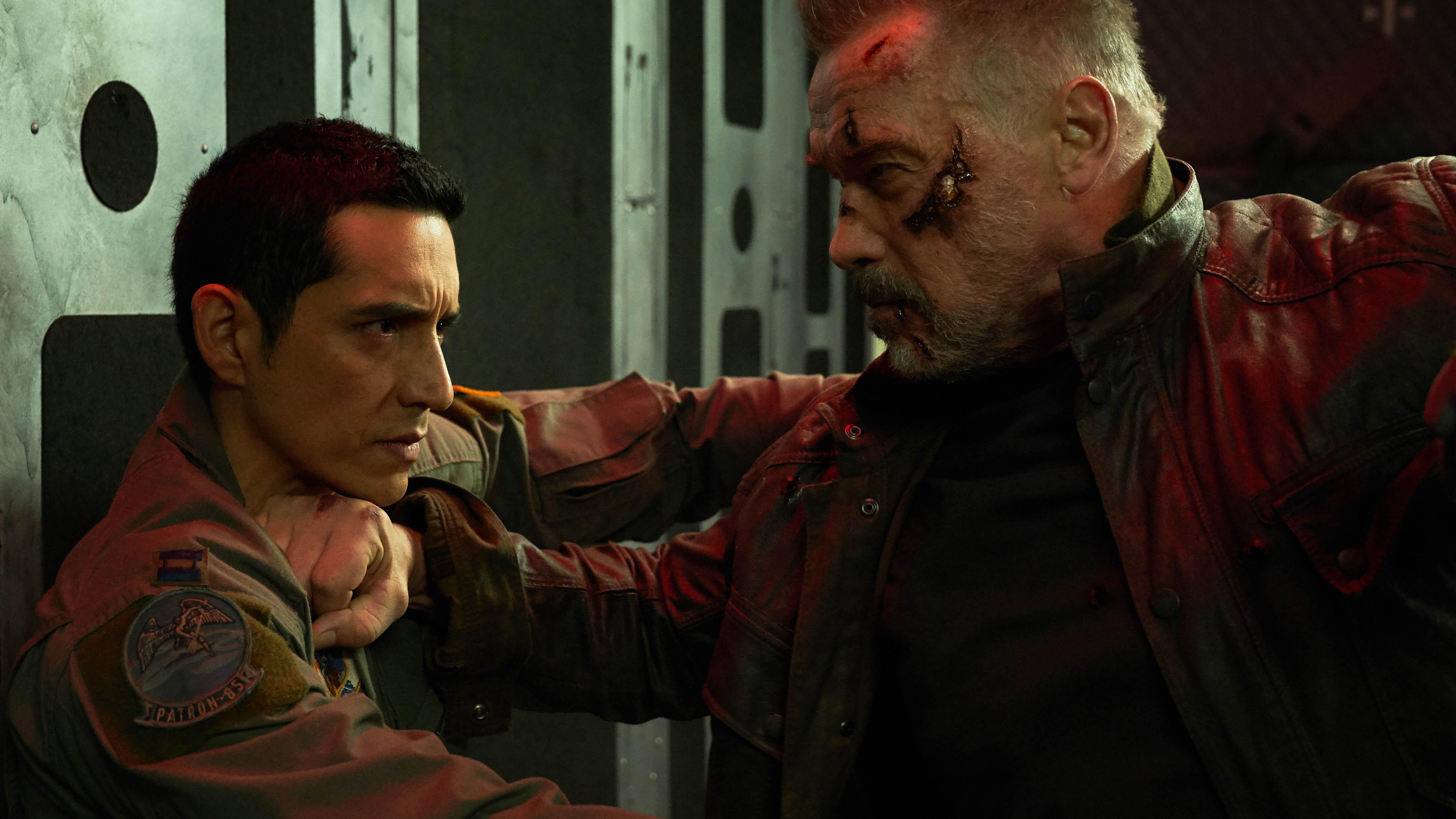Gabriel Luna e Arnold Schwarzenegger