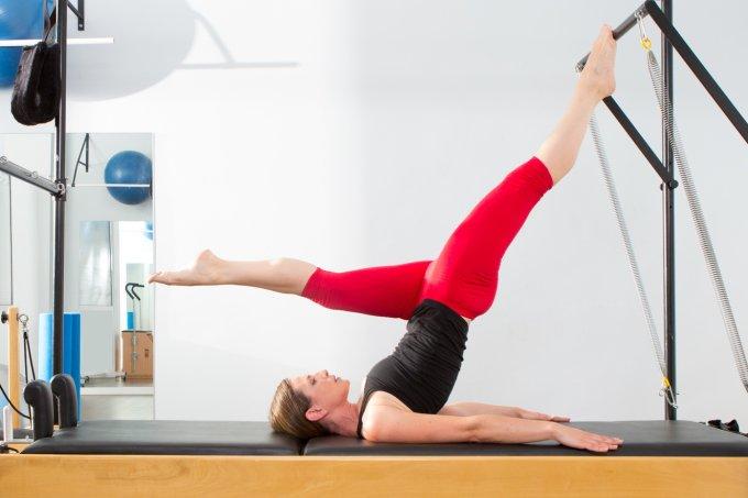 Pilates alivia cólicas e inchaços da TPM e do período menstrual