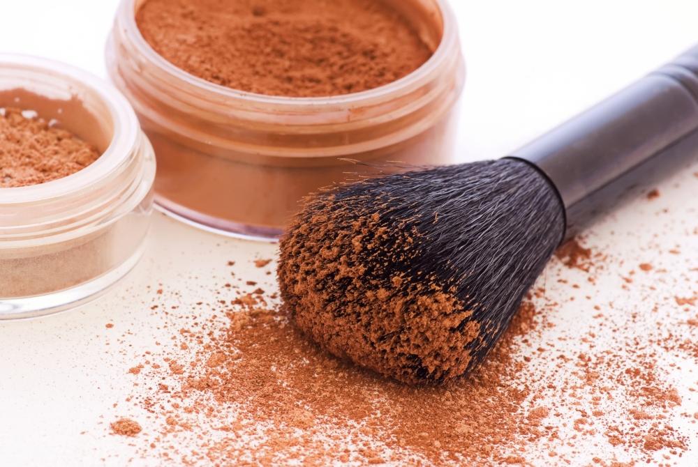Truques de maquiagem com pó bronzeador   CLAUDIA