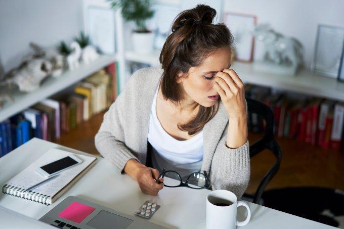 Por que mulheres têm mais propensão à enxaqueca