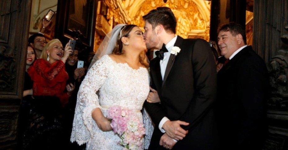 <span>Casados desde 2015, Preta e Rodrigo protagonizaram um dos maiores e mais caros casamentos! Estima-se que a cerimônia custou algo em torno de R$ 2 milhões e contou com inúmeras celebridades, como Carolina Dieckman e Angélica.</span>