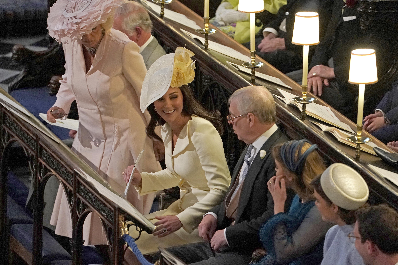 Kate Middleton, princesa Beatrice e princesa Eugenie no casamento de Harry e Meghan