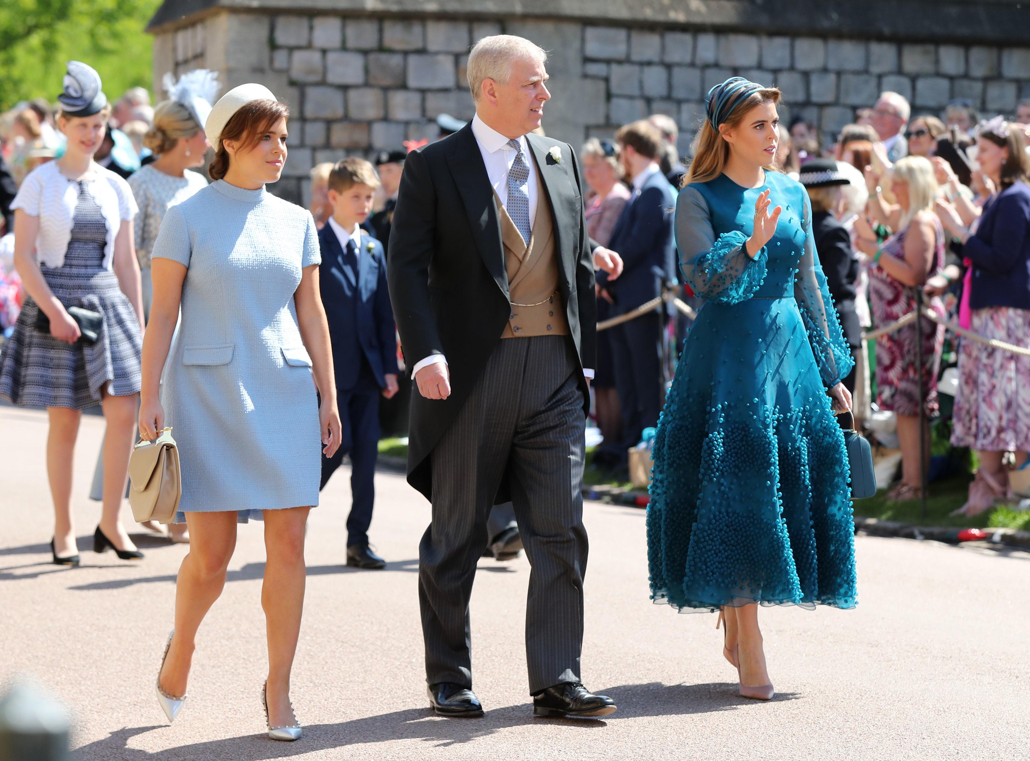 Protocolos da família real britânica - comprimento da saia