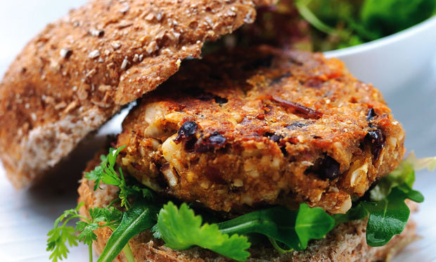 Hambúrguer de quinua, abobrinha e brócolis