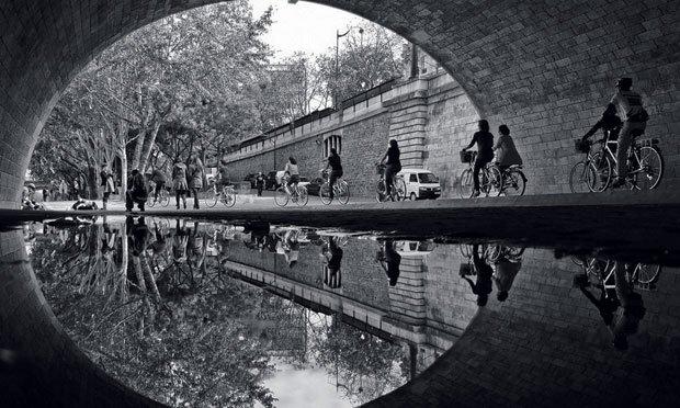Fotógrafa retrata Paris em reflexos