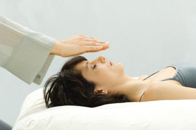 Reiki: conheça mais sobre a terapia holística de imposição de energias