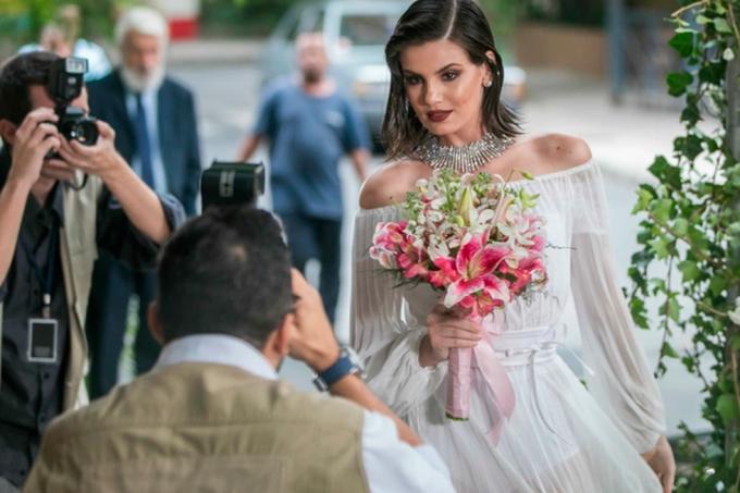 Resumo da novela Verão 90, o casamento de Vanessa