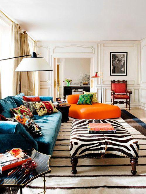 Decoração retrô e clássica na sala de estar