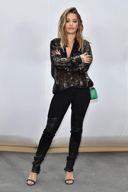 Rita Ora no desfile da Chanel
