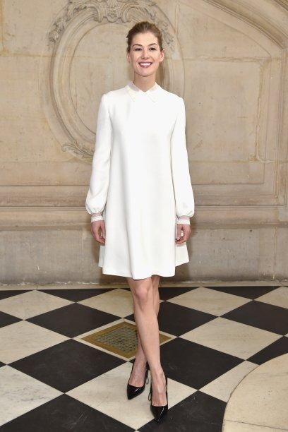 Rosamund Pike no desfile da Dior