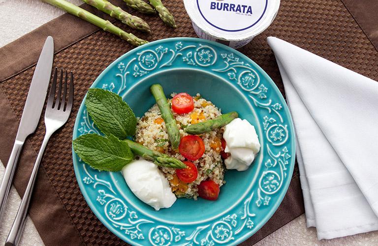 salada_de_quinoa_com_aspargos_frescos_e_burrata