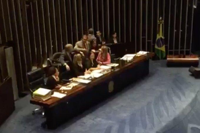 senadoras ocupam sessão