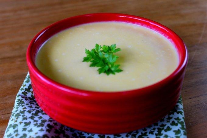 Sopa de inhame com queijo vegano