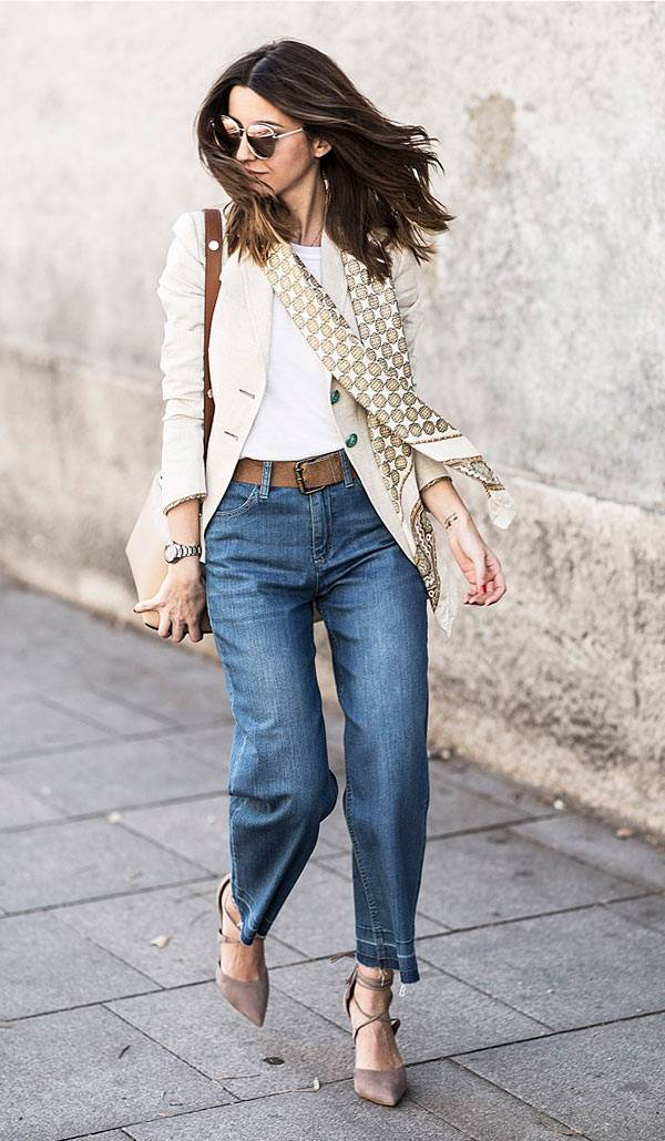 street-style-look-blazer-bege-cinto-marrom-calca-cropped-scarpin-lace-up-bege