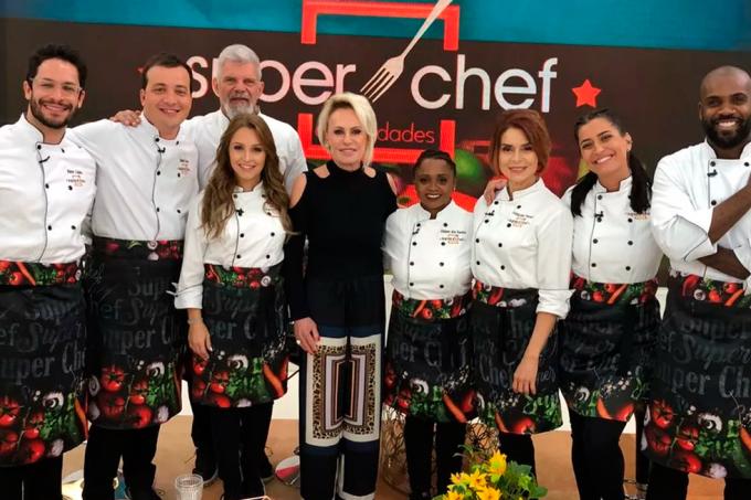 Ana Maria Braga e os participantes do Super Chef Celebridades 2018