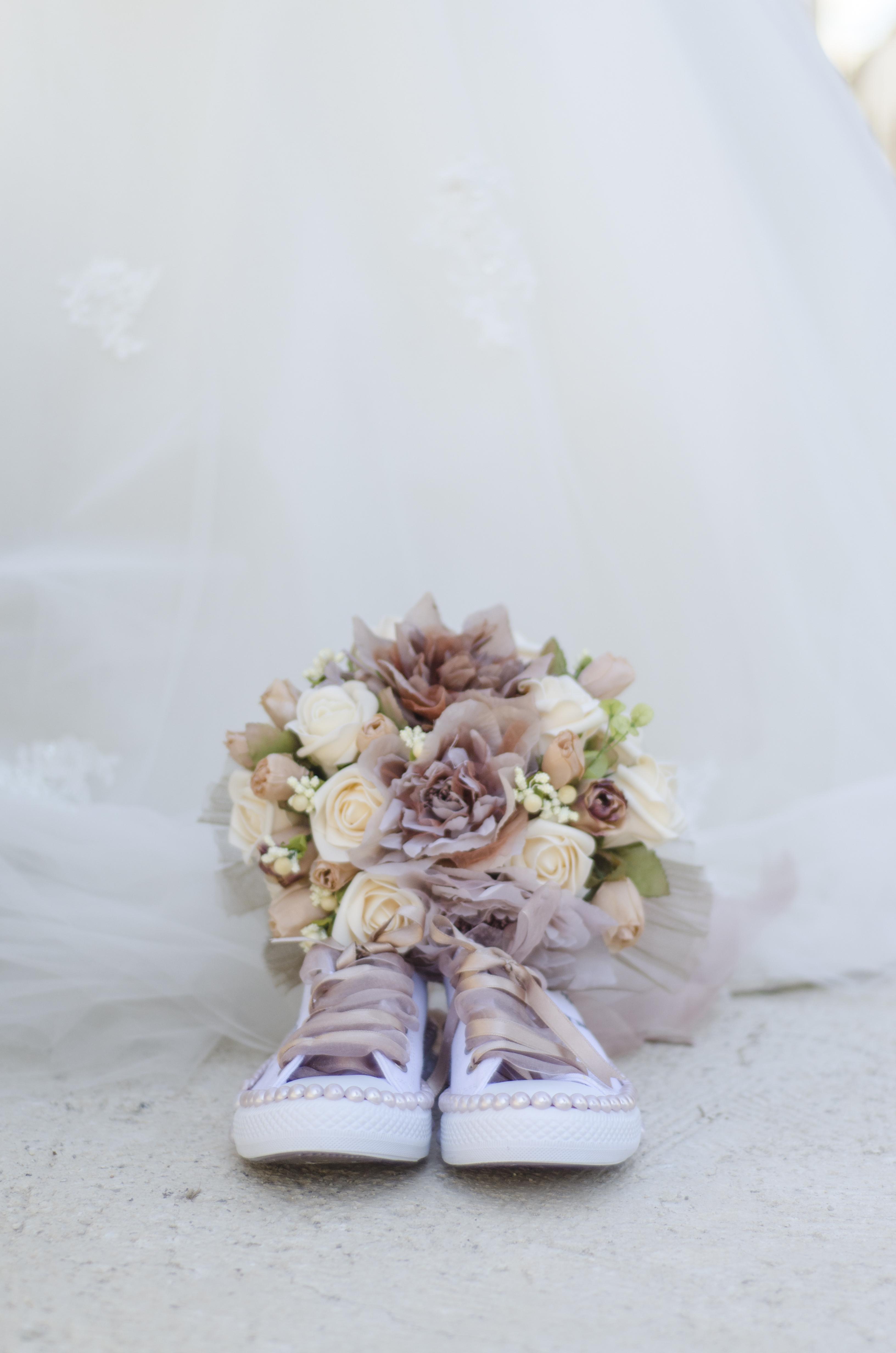 Pode usar tênis com vestido de noiva?