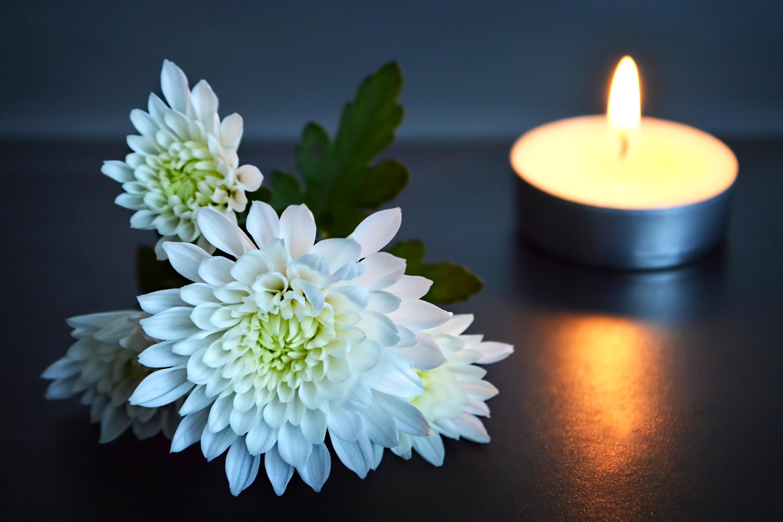 Velas e flores - como homenagear quem já se foi em seu casamento
