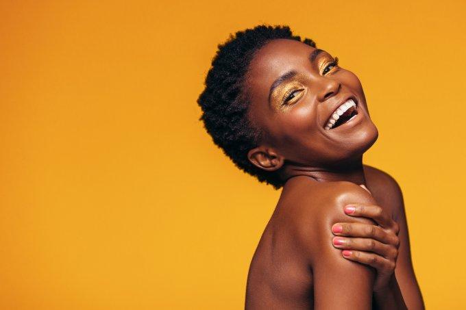 Como fazer a maquiagem durar o dia todo se você tem pele oleosa