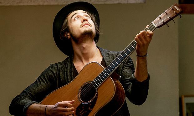 Tiago Iorc: 'A música nasce do meu violão'