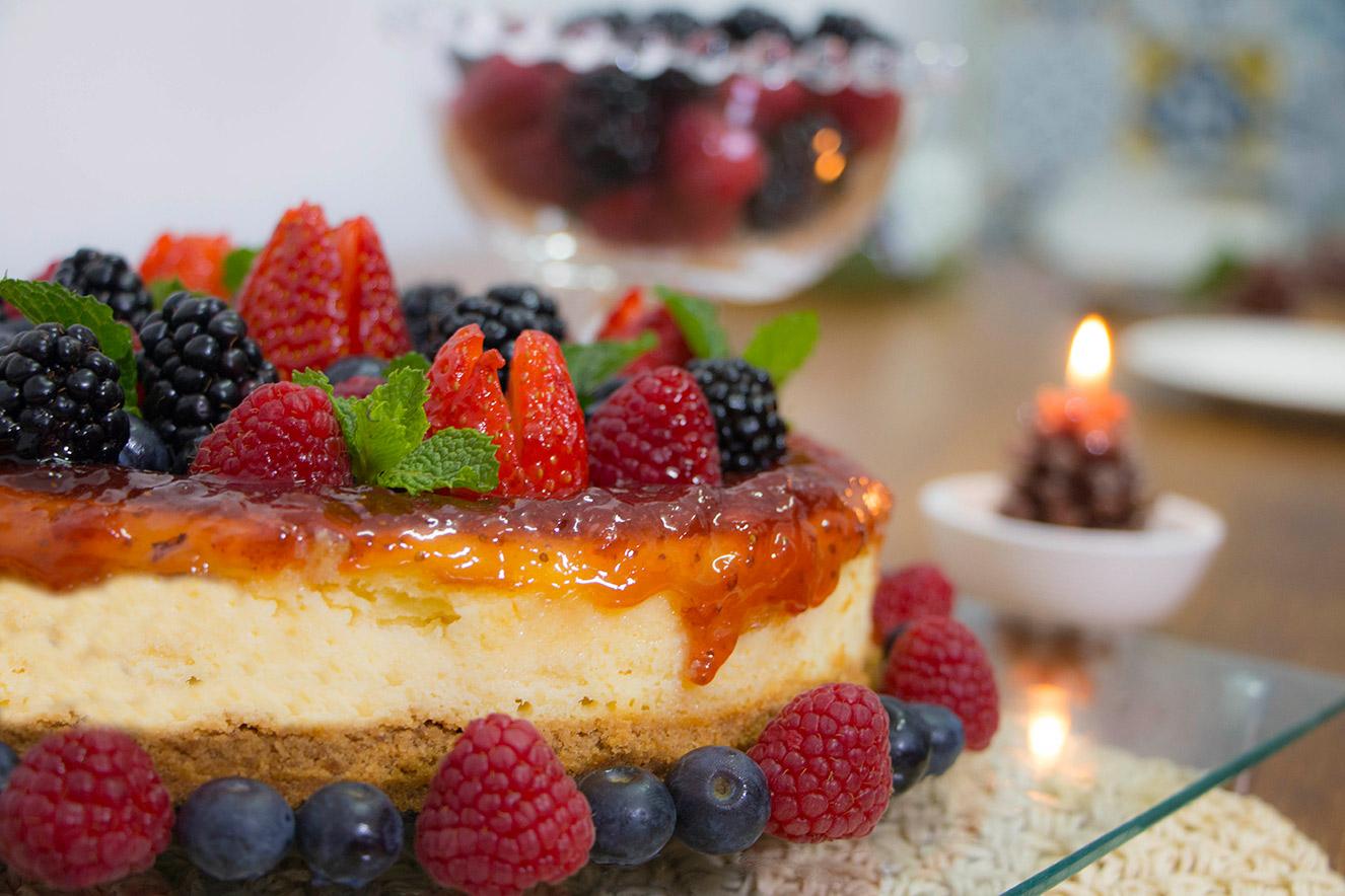 cheesecake-de-ricota-fresca-tirolez-com-calda-de-frutas-vermelhas