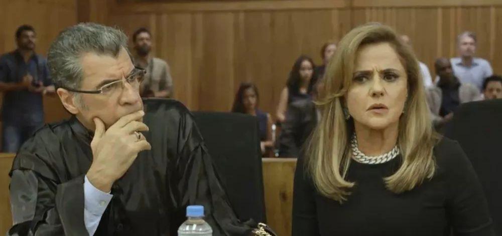 Sofia no tribunal em O Outro Lado do Paraíso