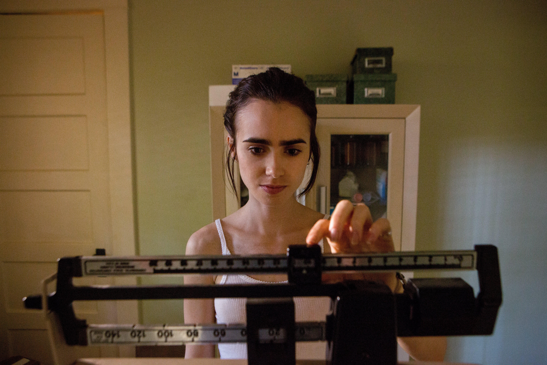 Lily Collins Nervoasă despre pierderea în greutate