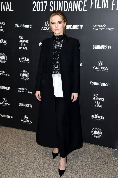 <strong>Zoey Deutch</strong> veste <strong>Christian Dior</strong>.