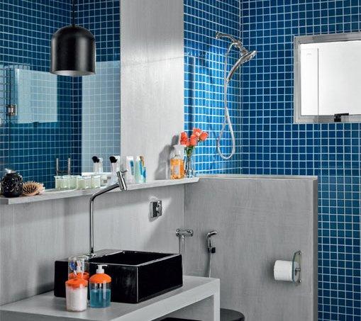 05-banheiro-tem-cimento-queimado-no-piso-paredes-e-forro