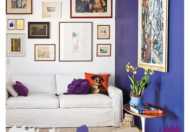 Jogo de cores: sala com parede berinjela