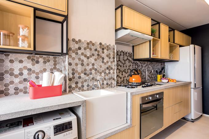 apartamento-de-63-m2-projeto-combina-madeira-com-toque-de-cor-lavanderia