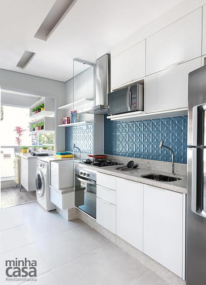 <span>A divisória de vidro incolor separa cozinha e lavanderia sem criar obstáculos visuais.Projeto da designer de interiores Adriana Fontana.</span>