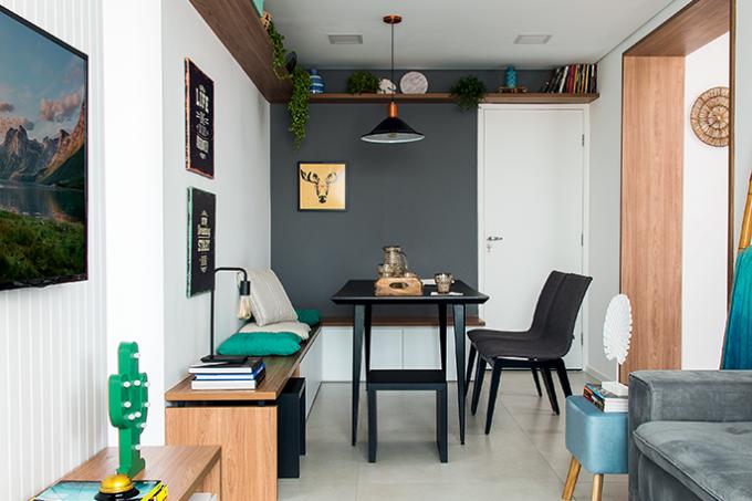 decoração-de-apartamento-pequeno-com-móveis-sob-medida-e-painéis-sala