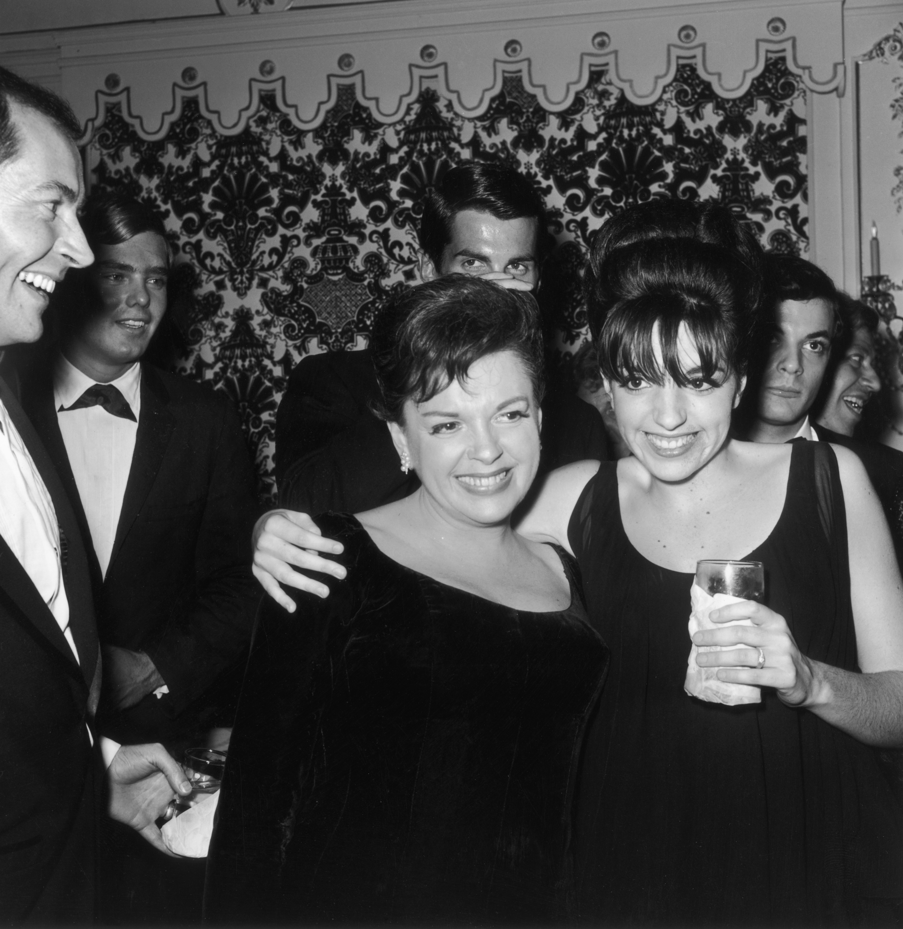 Judy Garland Liza Minelli Na Vespera Do Oscar Liza Minelli Ainda Se Recusa A Aprovar Judy Claudia