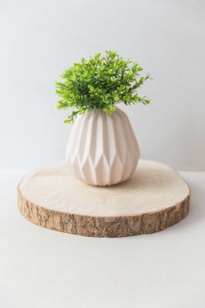 Centro de mesa Wood, de madeira maciça (19 a 24 cm de diâmetro). Storehouse, R$ 45.
