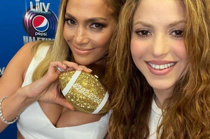 JLo e Shakira se apresentam no Super Bowl