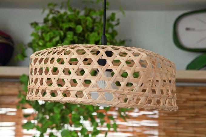 Luminária feita de balaio