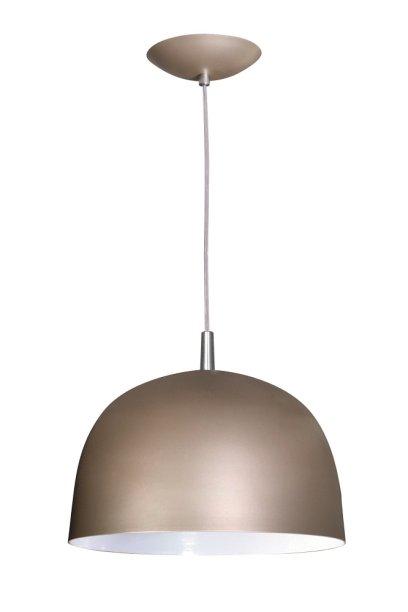 """Pendente Color Dome(28 x 28 x 20 cm*) de alumínio, da Attena Iluminação. Vale R$ 147,90 em <a href=""""http://www.gotoshop.com.br/decoracao/IluminacaodeCasa/lustresependentes/Pendente-Color-Dome-E27-Em-Aluminio-Cor-Champanhe-8633626.html?utm_source=emala&utm_medium=materia_minhacasa&utm_campaign=edicaosetembro&utm_content=201709"""">abr.ai/pendente-aluminio</a>"""