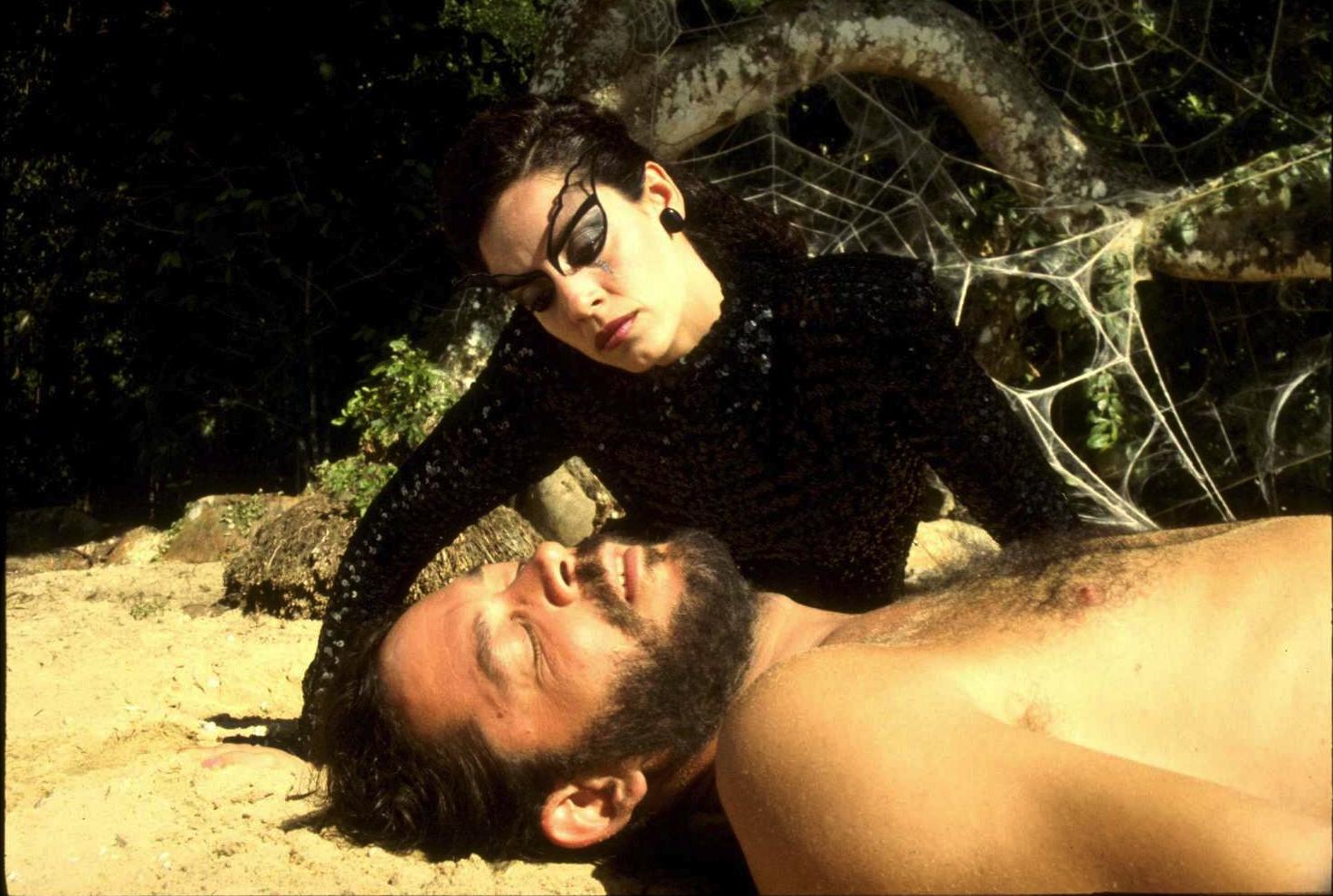 Raul Julia e Sônia Braga