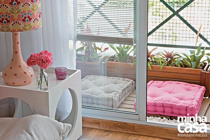Reformado sem quebra quebra, apê de 67 m² ganha visual descolado varanda