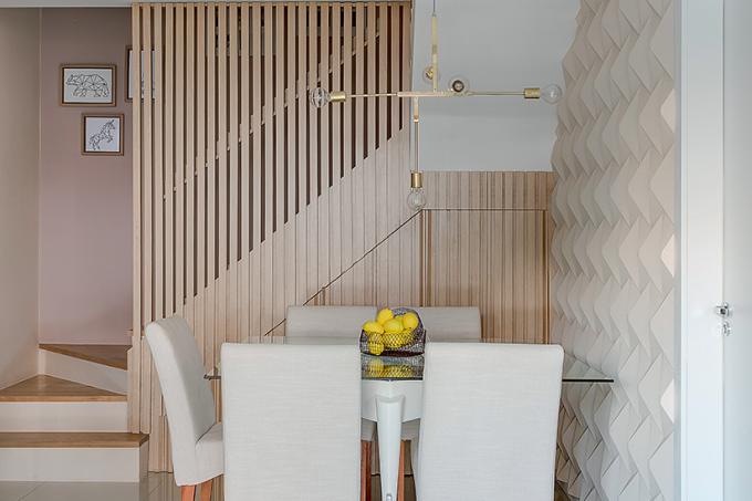 salas-de-estar-e-jantar-com-painel-ripado-de-madeira-e-azulejo-3D-4