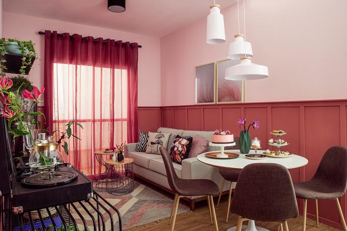 salas-de estar-e-jantar–decoradas-com-painel-de-boiserie