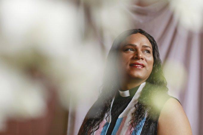 Um encontro com Deus(a): Alexya Salvador