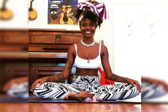 posicoes yoga tayla