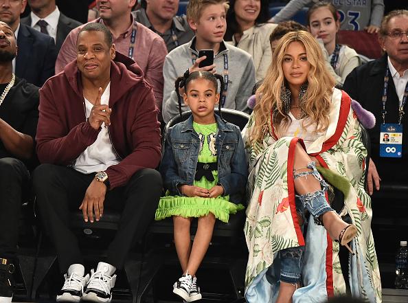 Mãe estilosa! Beyoncé arrasa na música, no ativismo e é um ícone da moda