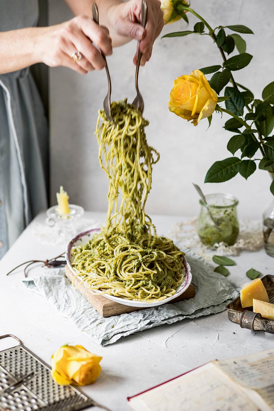 Espaguete ao pesto de espinafre
