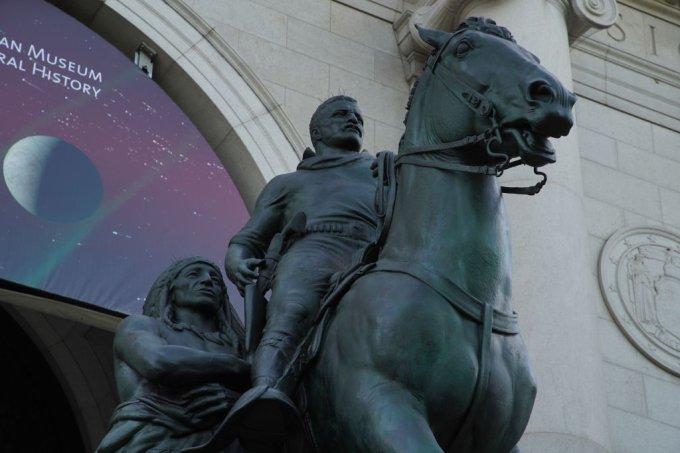 Estátua de Theodore Roosevelt no Museu de História Natural de NY