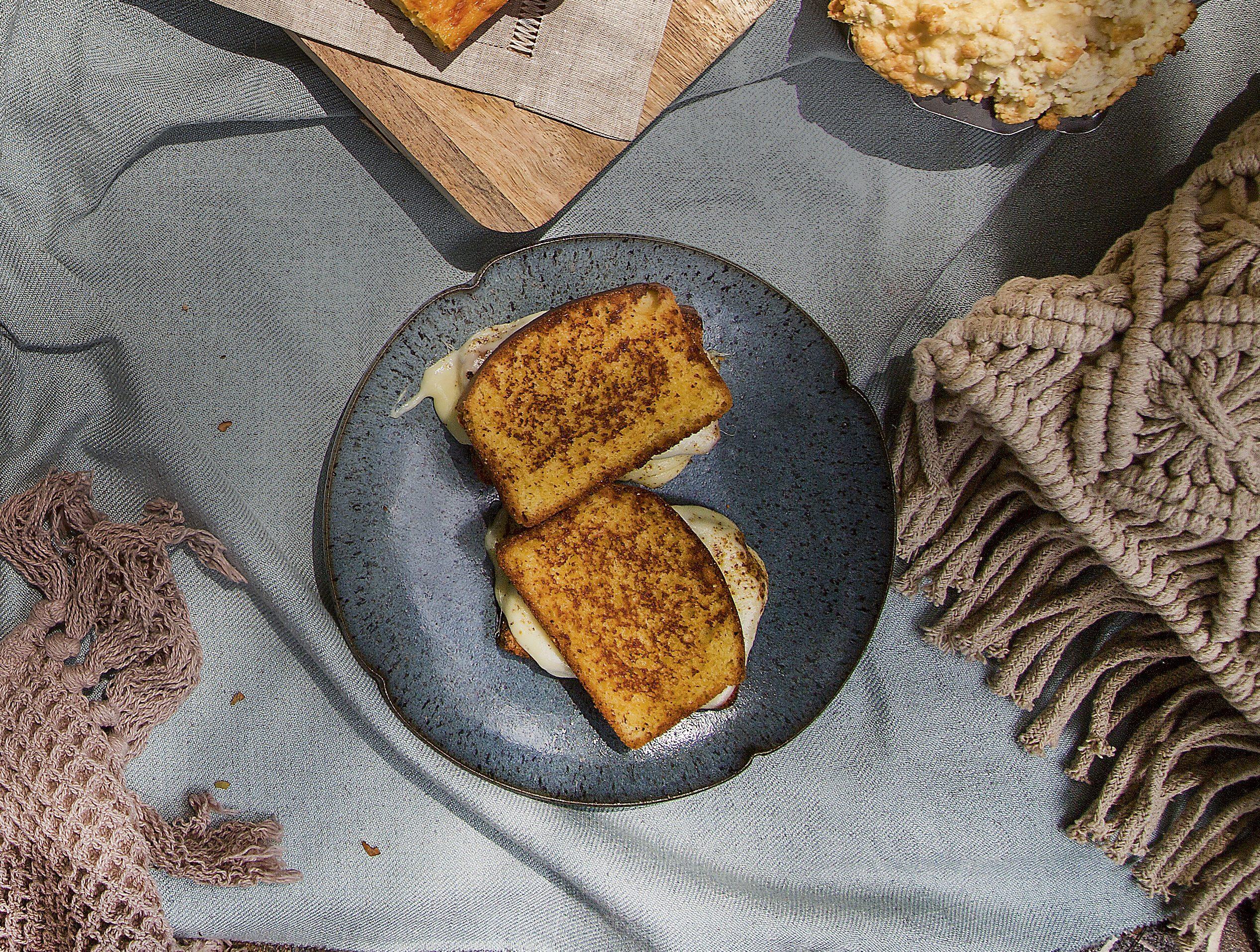 Pão de milho recheado com queijo da Canastra - Sabores do Brasil - Café da manhã