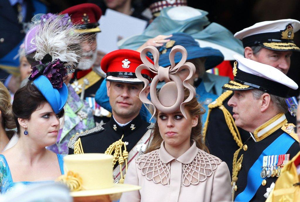As princesas Eugenie e Beatrice e os príncipes Edward e Andrew no casamento do príncipe William e Kate Middleton, em 2011